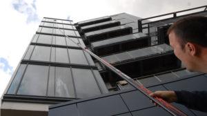 Sistema de limpieza de vidrios en altura con agua purificada